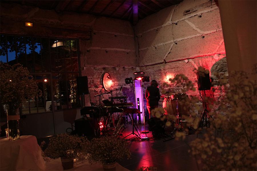 orchestre nouvelle génération , five seasons est groupe qui allie artistes /chanteurs musiciens et machines pour un répertoire funk,electro,motown,lounge. Un Orchestre nouvelle génération , pour une animation originale et fédératrice intergénérationnelle. Spécialisé dans les mariages , se déplace dans toute la france .