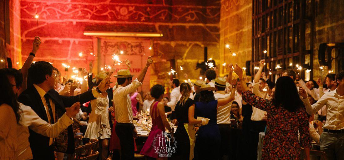 Chateau de Beauchamp mariage - Five seasons wedding band Lyon entrée des mariés