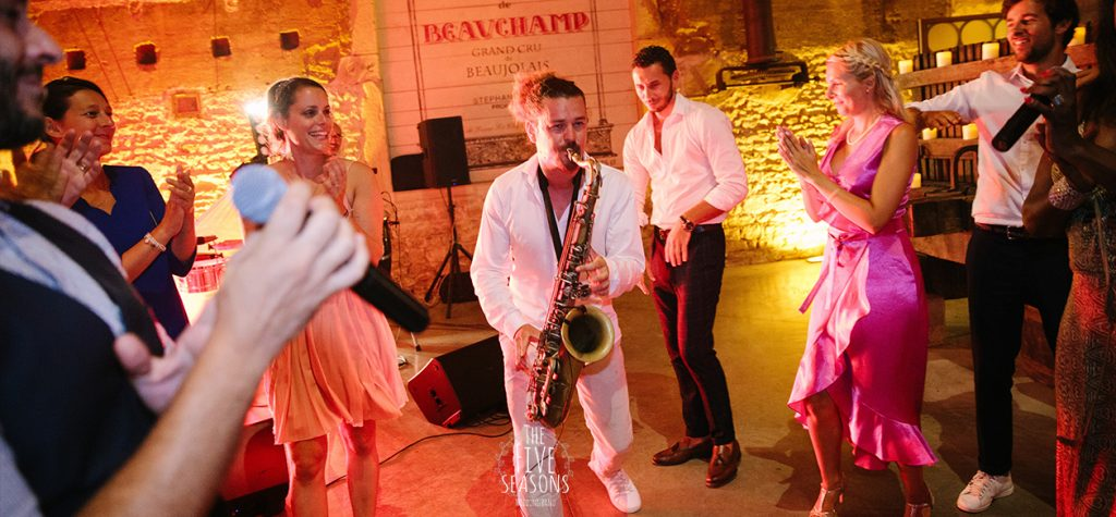Chateau de Beauchamp mariage - Five seasons wedding band Lyon sax jean alain entertainment